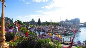 Inner_Harbour_Causeway,_Downtown_Victoria_BC